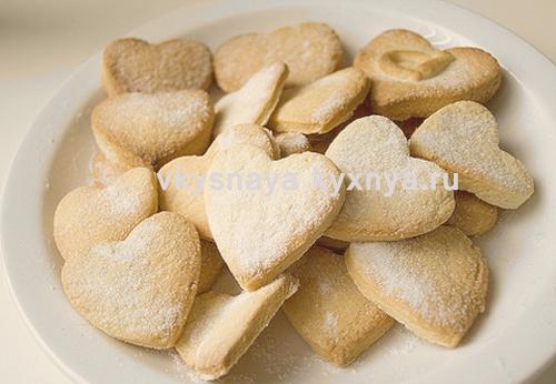 Печенье в виде сердечек ко дню всех влюбленных