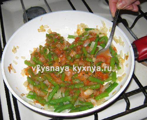 Стручковая фасоль тушеная в томатном соусе