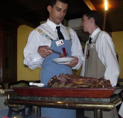 Ресторан Родизью - несколько видов мяса.