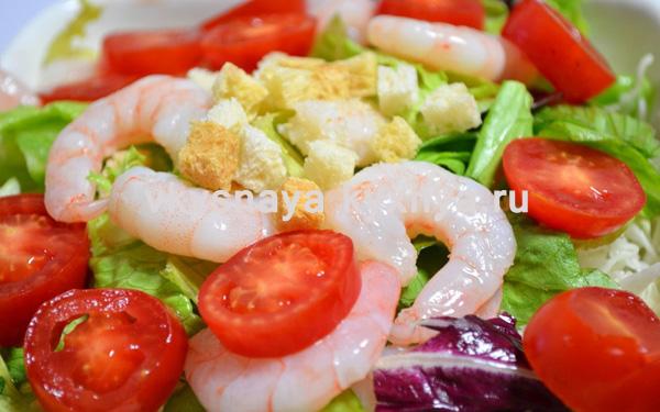 Салат: руккола с креветками и авокадо