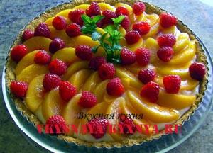 Тарт с фруктами и желе.