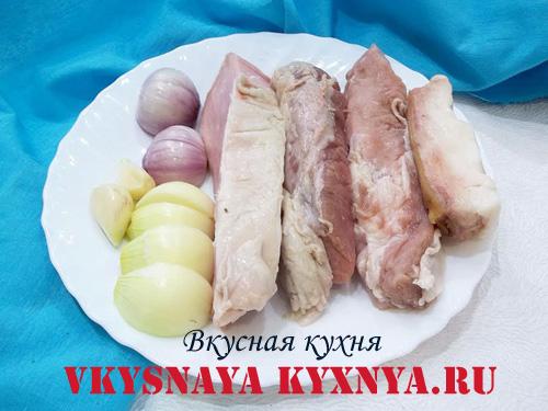 Подготовленные мясо и овощи
