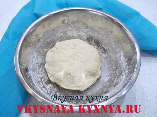 Замешенное тесто для беляшей