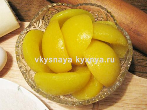 Половинки персиков из компота