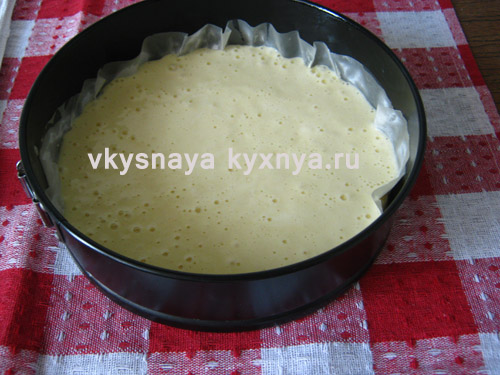 Тесто для бисквитного торта в форме для выпечки