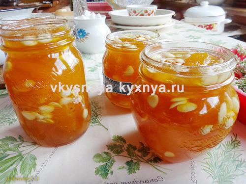 Домашнее варенье из абрикосов с абрикосовыми орешками