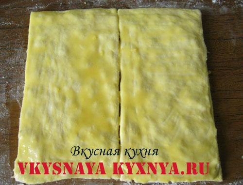 Тесто нарезанное на прямоугольники