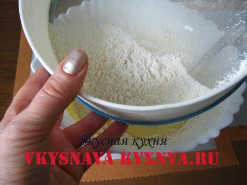 Просеивание муки в тесто