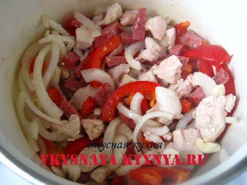 Обжаривание овощей с курицей