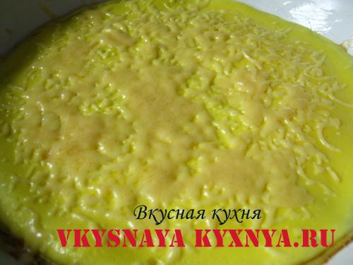 Расплавленный на омлете сыр