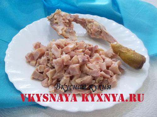 Салат с копченой курицей, яйцом и огурцом