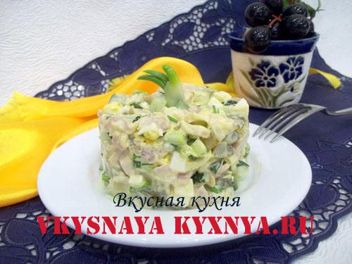 Салат с копченой курицей, яйцом и огурцом, рецепт с фото