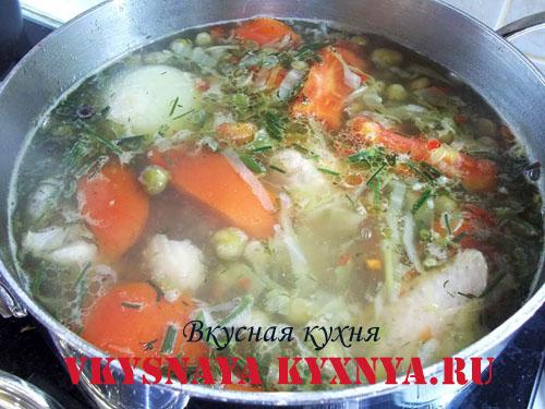 Куриный бульон, заправленный овощами