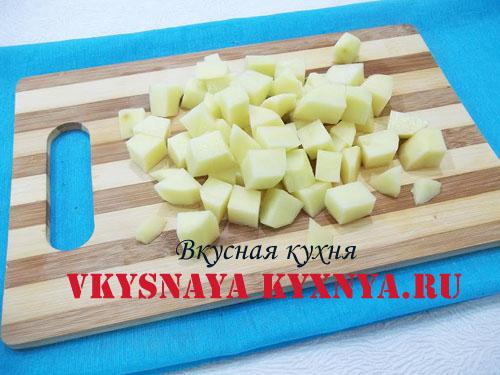 Нарезанный кубиками картофель