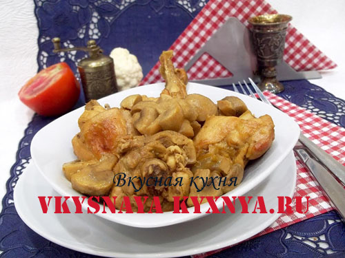 Тушеная курица с грибами в сметане, рецепт приготовления с фото