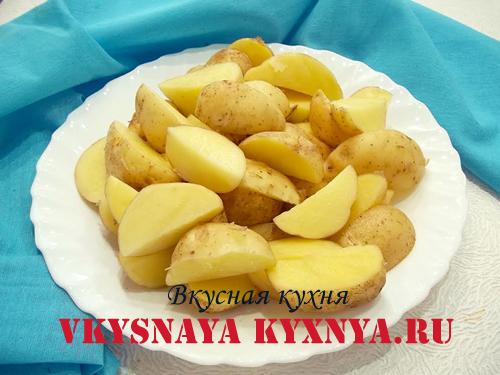 Нарезанный молодой картофель