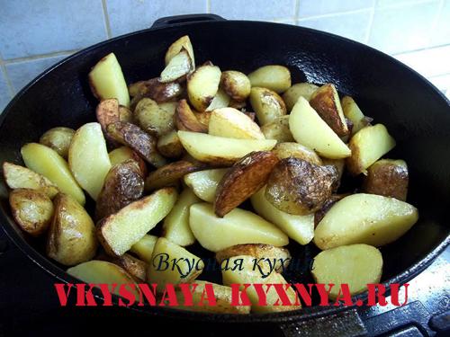Обжаривание картофеля на сковороде