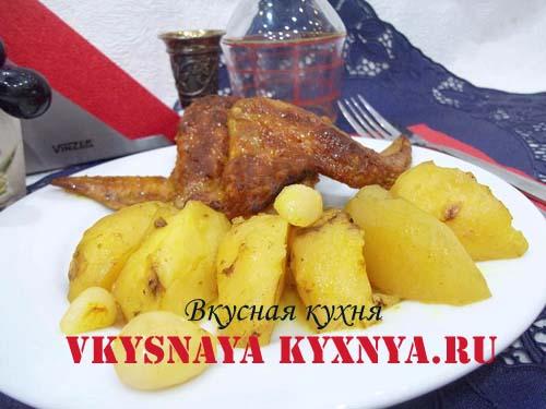 Куриные крылышки, запеченные в духовке с картошкой
