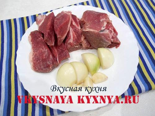 Мясо и лук для фарша