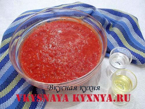 Овощи для аджики пропущенные через мясорубку