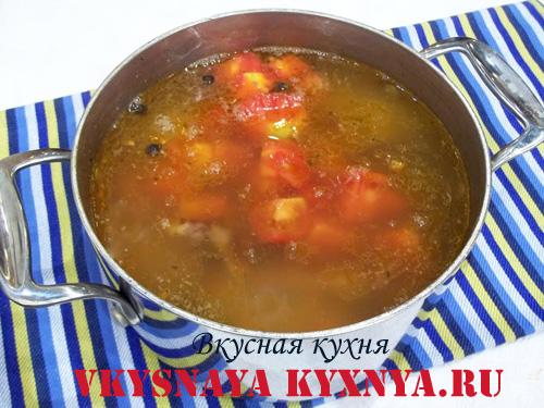 Добавление в суп помидор