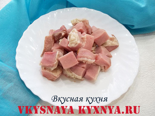 Мясо нарезанное кусочками