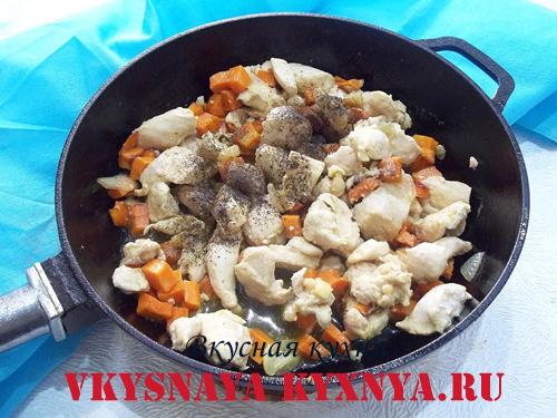 Пассерованные овощи и курица со специями