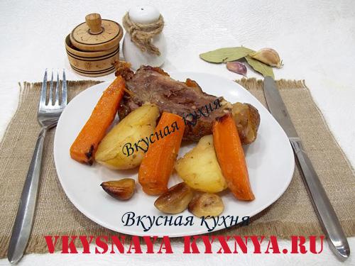 Рулька с картошкой в рукаве в духовке рецепт с фото