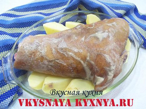 Свиная рулька с картофелем