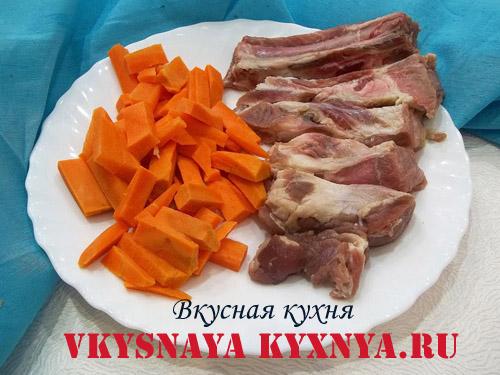 Свиные ребра и морковь