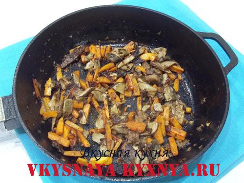 Обжаренные грибы с овощами