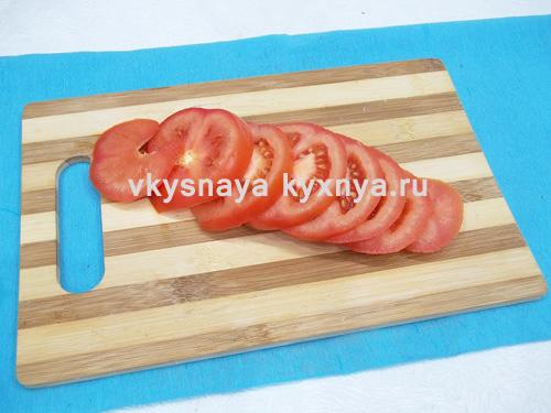 Нарезанные кружочками помидоры