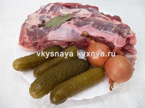 Тушеная свинина с солеными огурцами, ингредиенты