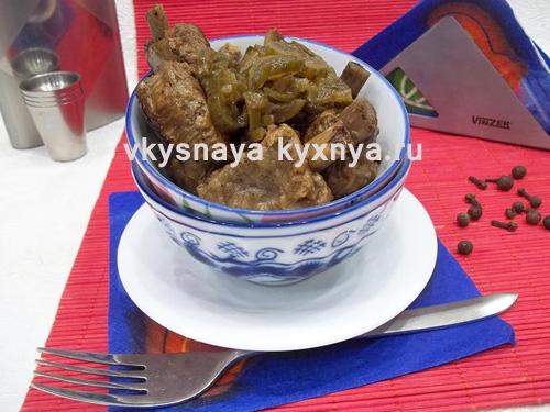 Тушеная свинина с солеными огурцами — готовим азу по-домашнему