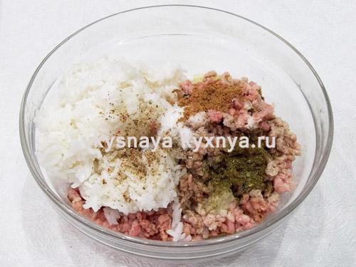 Рис, фарш и специи