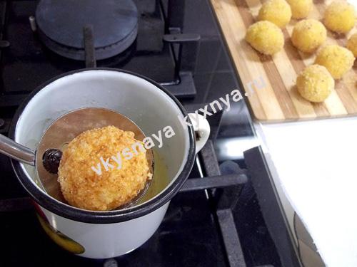 Обжаренный сырный шарик