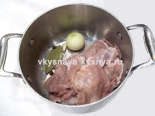 Отваривание свинины