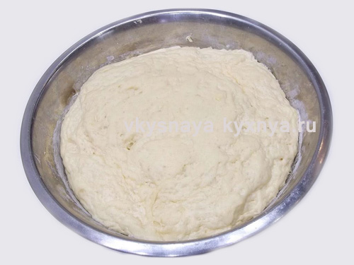 Поднявшееся тесто для пирожков