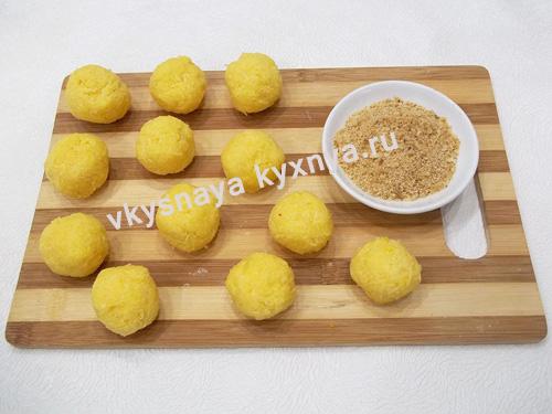 Сырные шарики и панировочные сухари