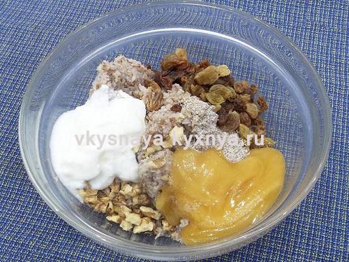 Добавление йогурта меда соды изюма