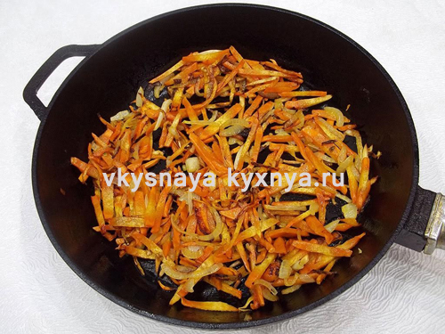 Спассерованные лук чеснок морковь