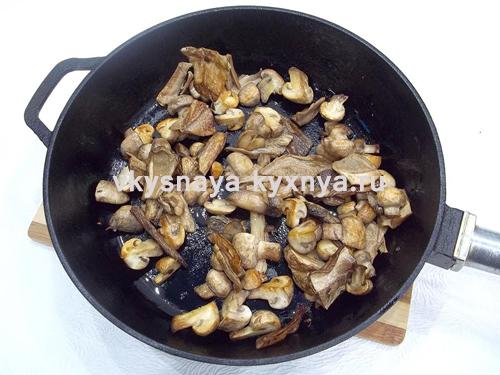 Обжаренные до золотистости грибы