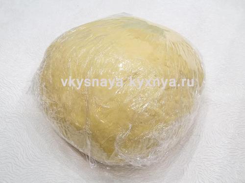Тесто для пельменей в пищевой пленке