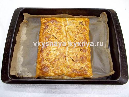 Готовый пирог из слоеного теста