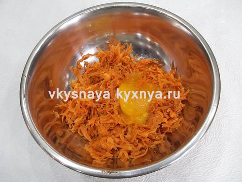Тертая морковь и яйцо