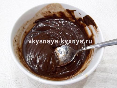 Растопленные шоколад и сливочное масло