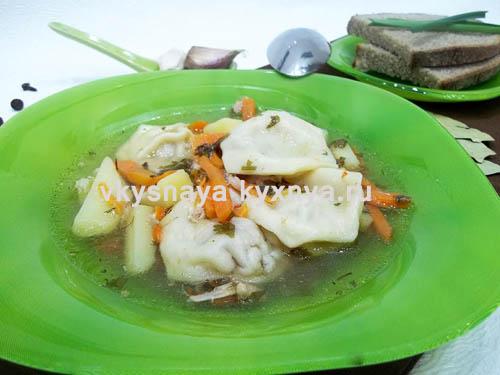 Сытный суп с пельменями – кулинарный рецепт