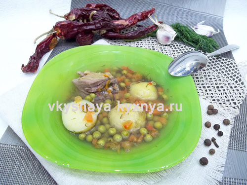 Куриный суп с зеленым горошком и молодой картошечкой
