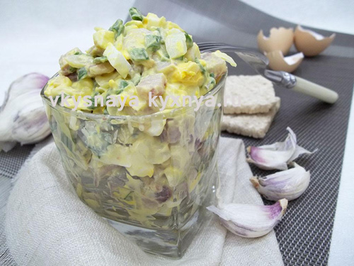 prostoj-salat-s-seledkoj