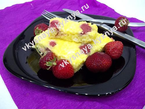 Творожная запеканка с клубникой: нежный десерт для лакомок